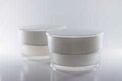 Colore d'imballaggio crema di bianco dei contenitori di bellezza Fotografia Stock