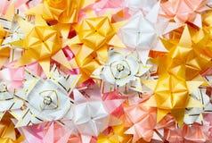 Colore dei nastri e dei fiori del regalo Fotografia Stock