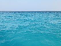 Colore del mare in Maldive immagini stock