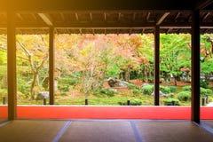 Colore di caduta con luce solare in tempio di Enkoji, Kyoto Fotografia Stock