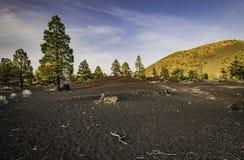 Colore di differenza di terra sul vulcano del cratere di tramonto Immagini Stock