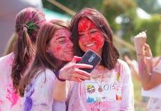 Colore di festival di Holi fatto funzionare a Kiev Fotografia Stock Libera da Diritti