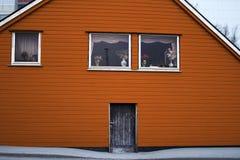 Colore di legno dell'arancia della porta di entrata di architettura della Camera Fotografia Stock Libera da Diritti
