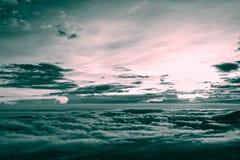Colore di tono d'annata di stile due della nuvola e della nebbia immagini stock