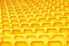 Colore giallo dei sedili nello stadio Fotografie Stock