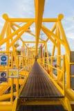 Colore giallo della piattaforma petrolifera Immagine Stock