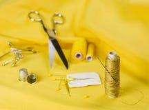 Colore giallo di cucito Fotografie Stock Libere da Diritti