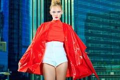 Colore rosso del cappotto Immagini Stock