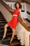 colore rosso del perno della ragazza del vestito in su fotografie stock