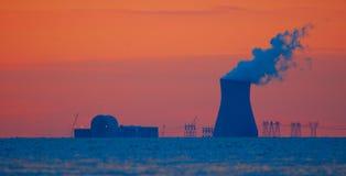 Colore rosso della centrale nucleare fotografia stock