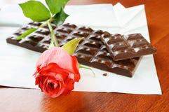 Colore rosso di rosa e cioccolato Fotografia Stock