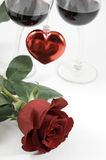 Colore rosso di rosa e cuore immagine stock