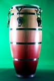 Colore rosso e Brown del tamburo del Conga su Bk verde Fotografia Stock Libera da Diritti