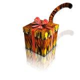 Colore rosso e coda del nastro della tigre del regalo della casella Fotografie Stock