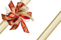 Colore rosso ed arco del regalo del nastro dell'oro Fotografie Stock Libere da Diritti