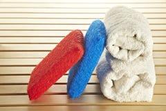 Colore rosso ed azzurro della spugna del bagno Fotografie Stock