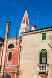 The colored houses near the old leaning Church Tower on Burano i Royalty Free Stock Photography