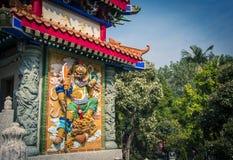 Coloree el bajorrelieve del guerrero de dios en Sik Sik Yuen Wong Tai Sin Temple en Hong Kong Fotografía de archivo