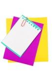 Coloree el papel con un clip de papel Fotos de archivo