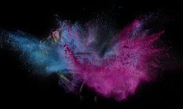 Coloree el polvo estallado, aislado en el ambiente del control foto de archivo