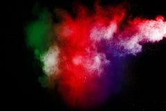 Coloree la nube de la explosión del polvo aislada en fondo negro Fotografía de archivo