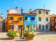 Coloree las casas en la isla de Burano, Venecia, Italia fotografía de archivo