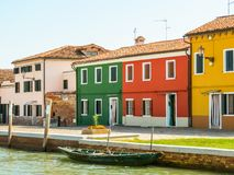 Coloree las casas en la isla de Burano, Venecia, Italia foto de archivo libre de regalías