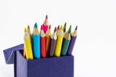 Coloree los lápices aislados en el cierre blanco del fondo para arriba Fotografía de archivo