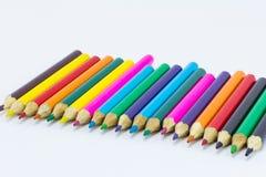 Coloree los lápices aislados en el cierre blanco del fondo para arriba Imagenes de archivo