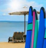 Coloree los tableros de resaca en una pila por el océano Imagen de archivo libre de regalías
