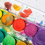 Colores brillantes para la pintura de la acuarela Fotos de archivo