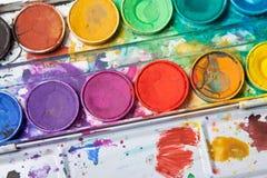 Colores brillantes para la pintura de la acuarela Foto de archivo