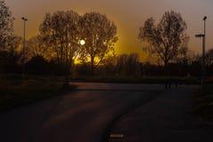 Colores calientes hermosos de puestas del sol en mi ciudad Foto de archivo