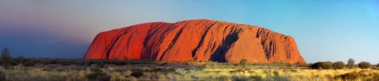 Colores cambiantes de Uluru Fotos de archivo libres de regalías