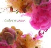 Colores de acrílico en agua abstraiga el fondo Imagenes de archivo