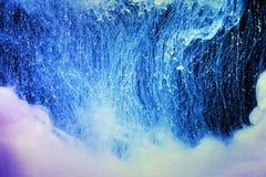 Colores de acr?lico en agua abstraiga el fondo foto de archivo libre de regalías