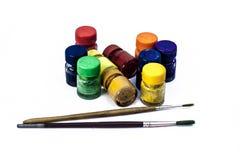 Colores de cartel con la brocha aislada en blanco Fotos de archivo