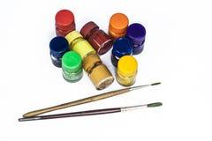 Colores de cartel con la brocha aislada en blanco Fotos de archivo libres de regalías