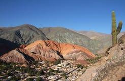 Colores de Cerro de siete en Argentine du nord-ouest Photographie stock libre de droits