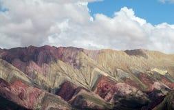Colores de Cerro de siete, montañas del color rojo Fotografía de archivo