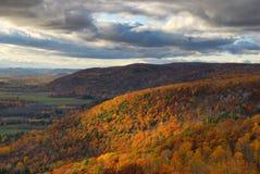 Colores de la caída en las colinas Imágenes de archivo libres de regalías
