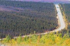 Colores de la caída a lo largo de la carretera de Dalton a la bahía de Prudhoe en Alaska Fotografía de archivo
