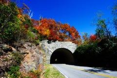 Colores de la caída y túnel de la montaña Imagen de archivo libre de regalías