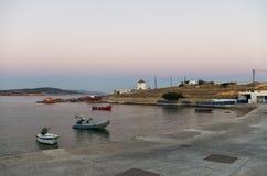 Colores de la madrugada sobre la isla de Ano Koufonisi, Cícladas Fotos de archivo