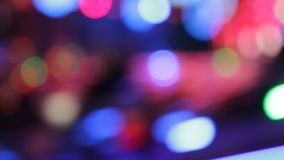 Colores de la noche del parque de atracciones del funfair de las luces del disco de Synthwave del parque de atracciones metrajes