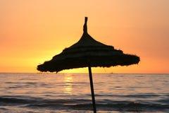 Colores de la puesta del sol del parasol Fotos de archivo