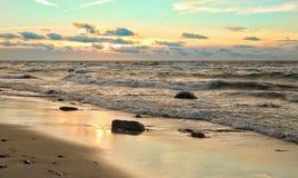 Colores de la tarde del mar de la primavera fotos de archivo libres de regalías