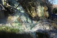 Colores de las aguas termales imagenes de archivo