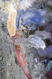 Colores de mezcla pintorescos en la paleta Imagen de archivo libre de regalías