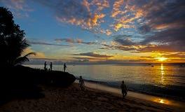 Colores de oro de la puesta del sol en la costa del noroeste de Barbados Imagen de archivo